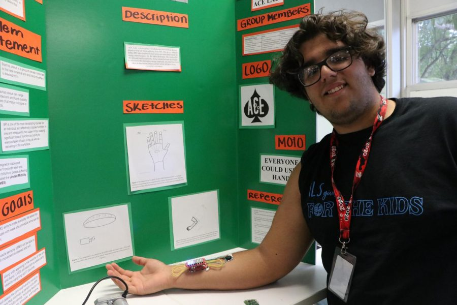 ILS senior Ernesto Walter demos a revolutionary medical device.