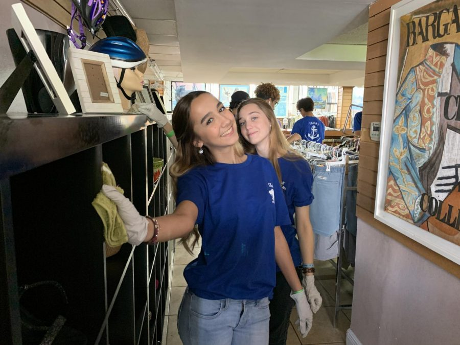 Vicky von Simson and Valeria Lanza enjoying their service day at Miami Rescue Mission.