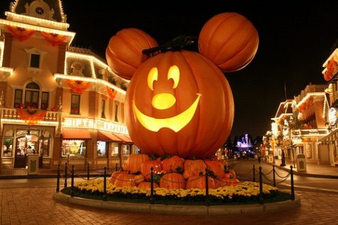 Amusement Parks Cancel, Alter Halloween Traditions