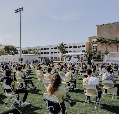 The class of 2021 gathered together via @immaculatalasalle on Instagram.