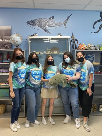 Seniors Alma Pichardo, Belen Gonzalez, Meghan Swan, Sofia Farres, and Veronica Oliveira (left to right) in their Ocean Bowl shirts at school on Monday after participating in the Ocean Bowl over the weekend.