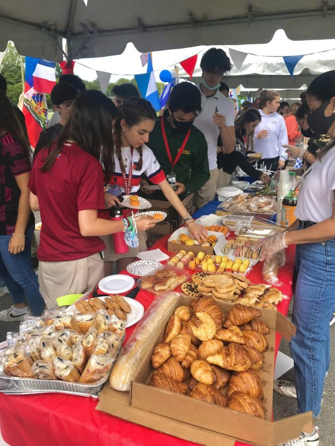 Bonjour ILS! Students snacking on some treats and traditional foods from France at Féria Latina; a day to celebrate countries by being able to taste different foods from around the world.